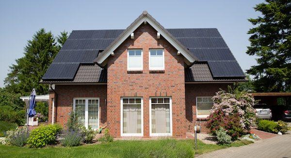 DZ-4-Solaranlage auf einem Wohnhaus