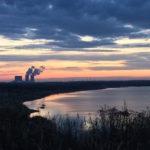 Kohlekraftwerk im Abendrot